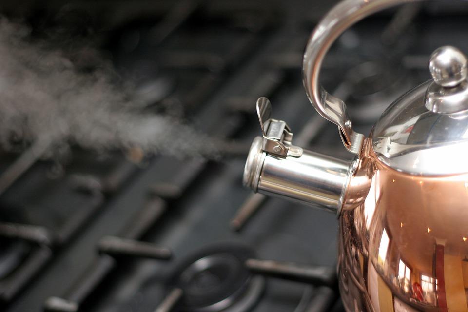 Att koka vatten med vattenkokare är inte bara smidigare, det