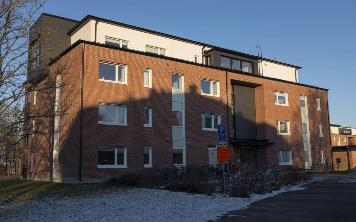 2018. Byggnaderna på Sankt Lars väg 84 och 84 är sedan många år rivna och ersatta med bostäder.