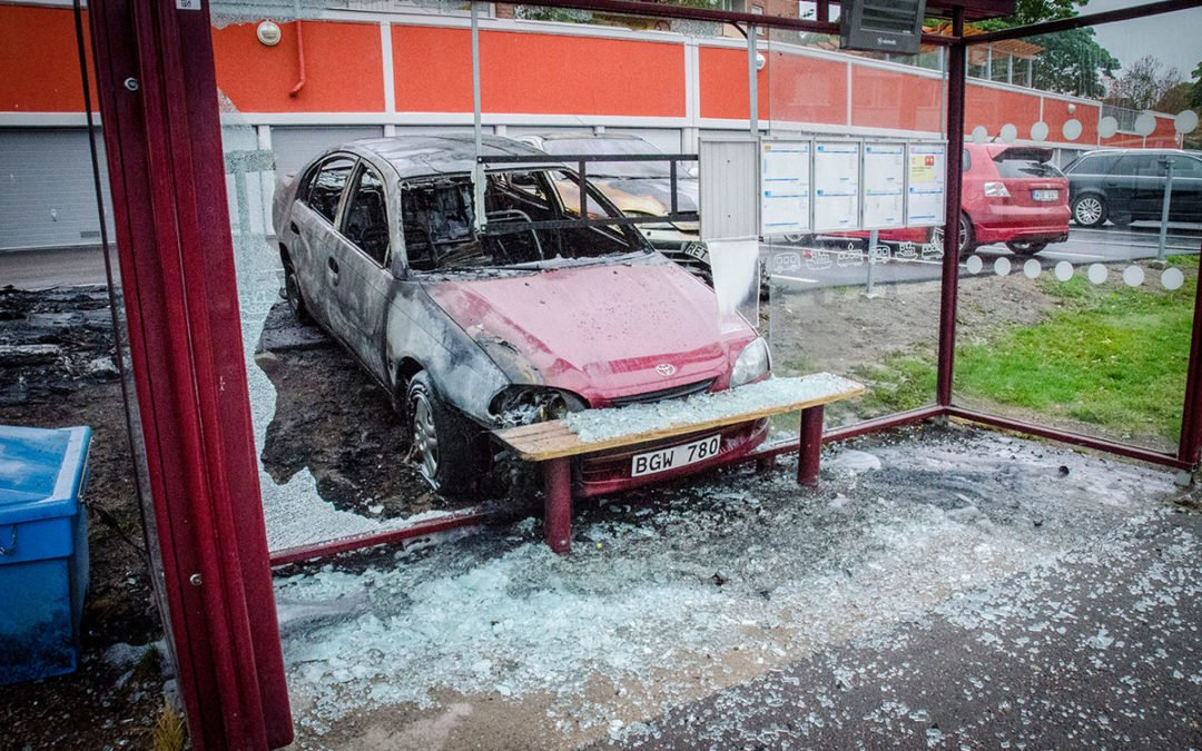 Boende om bilbranderna obehagligt