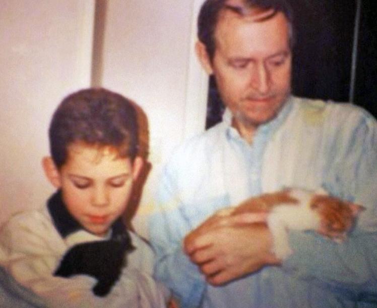 Eric som liten pojke med sin pappa Sven.