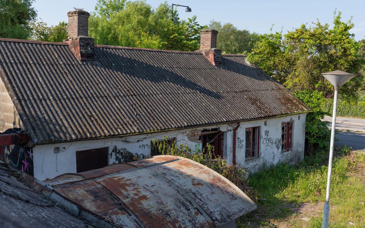 2021. Lunds kommun ser inga möjligheter att bevara byggnaderna och har beviljat rivningslov.