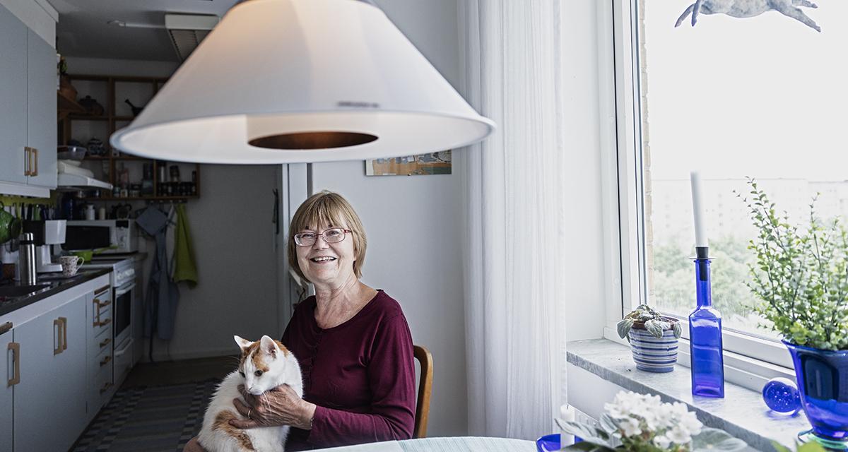 Christin Hult är pensionerad synpedagog och själv synskadad.
