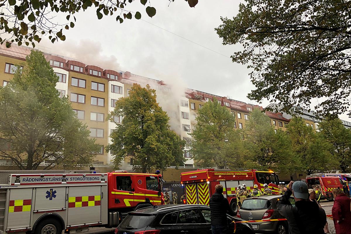 Först efter ett dygn kunde räddningstjänsten avsluta sin insats på Övre Husargatan efter förra veckans explosion och storbrand. Arkivbild.