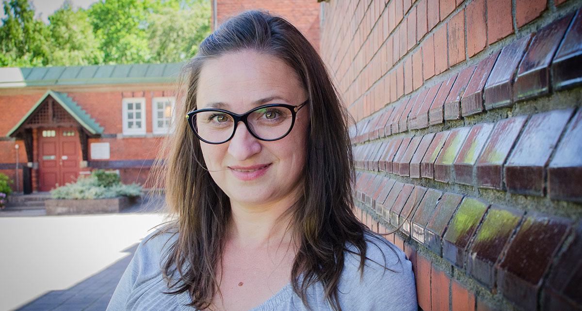 Lilyana Kutinska, ärendehandläggare